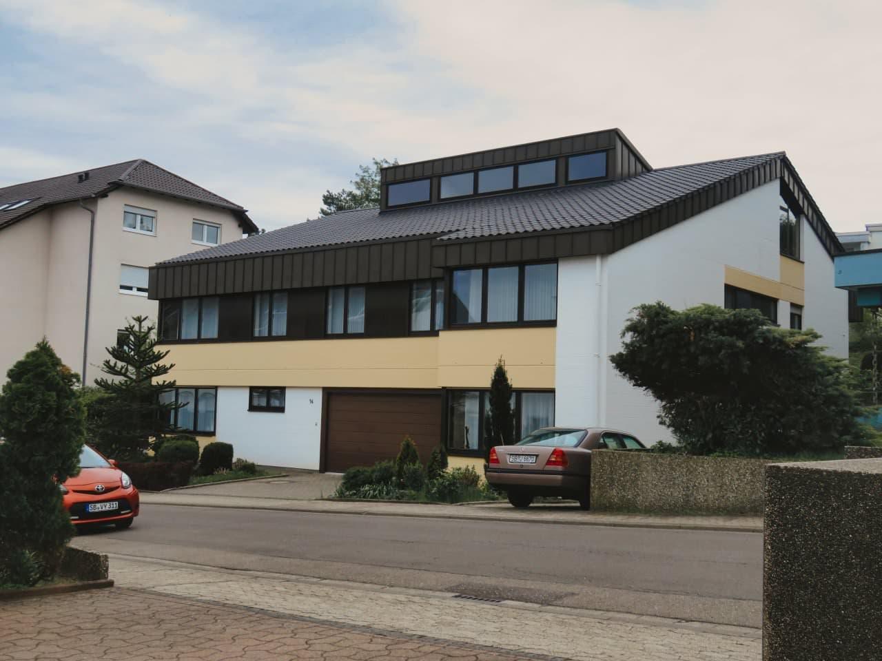 Neueindeckung Wohnhaus mit Aluminium-Winkelstehfalzein-deckung